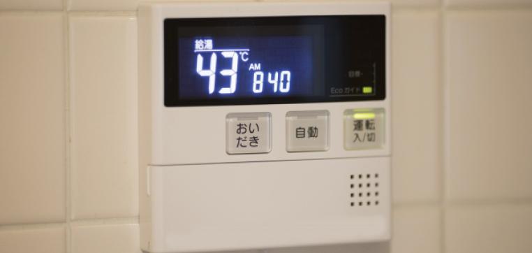 パッキンの劣化や安全弁、その他給湯器内部に使用されている部品の劣化などが原因です