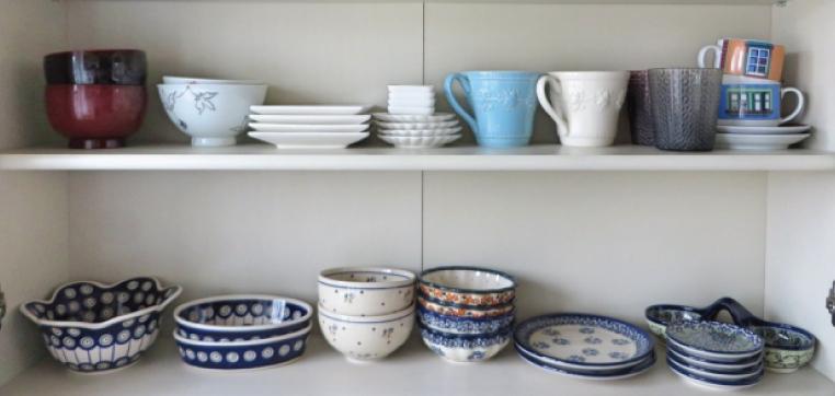シンク下には食器やグラスなどを収納している家庭も多いですが、排水ホースにホコリや汚れが不着していると、これらの食器類にも汚れが移ってしまいます